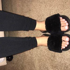 D4l black fur slides 8